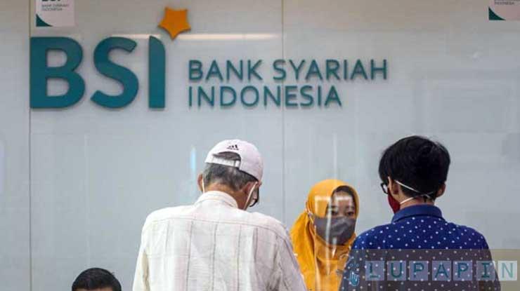 Datang ke Kantor Bank Syariah Indonesia